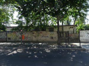 Straßenseite des Gebäudes