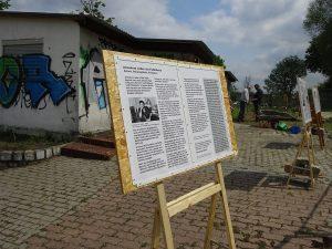 Ausstellungstafel vor dem GEbäude der Kohlenhandlung