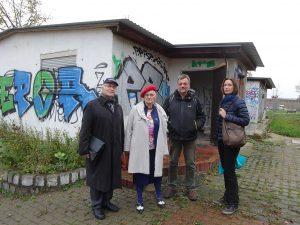 Hans und Ingeborg Bohrmann (links) mit Mitgliedern des Arbeitskreises für einen Lern- und Gedenkort