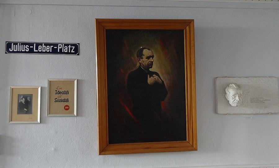 Mit Fotos und Gemälde von Leber