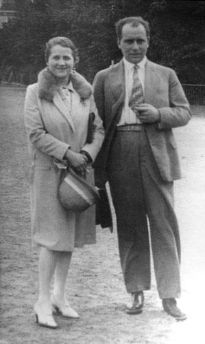 Annedore und Julius Leber nebeneinander stehend
